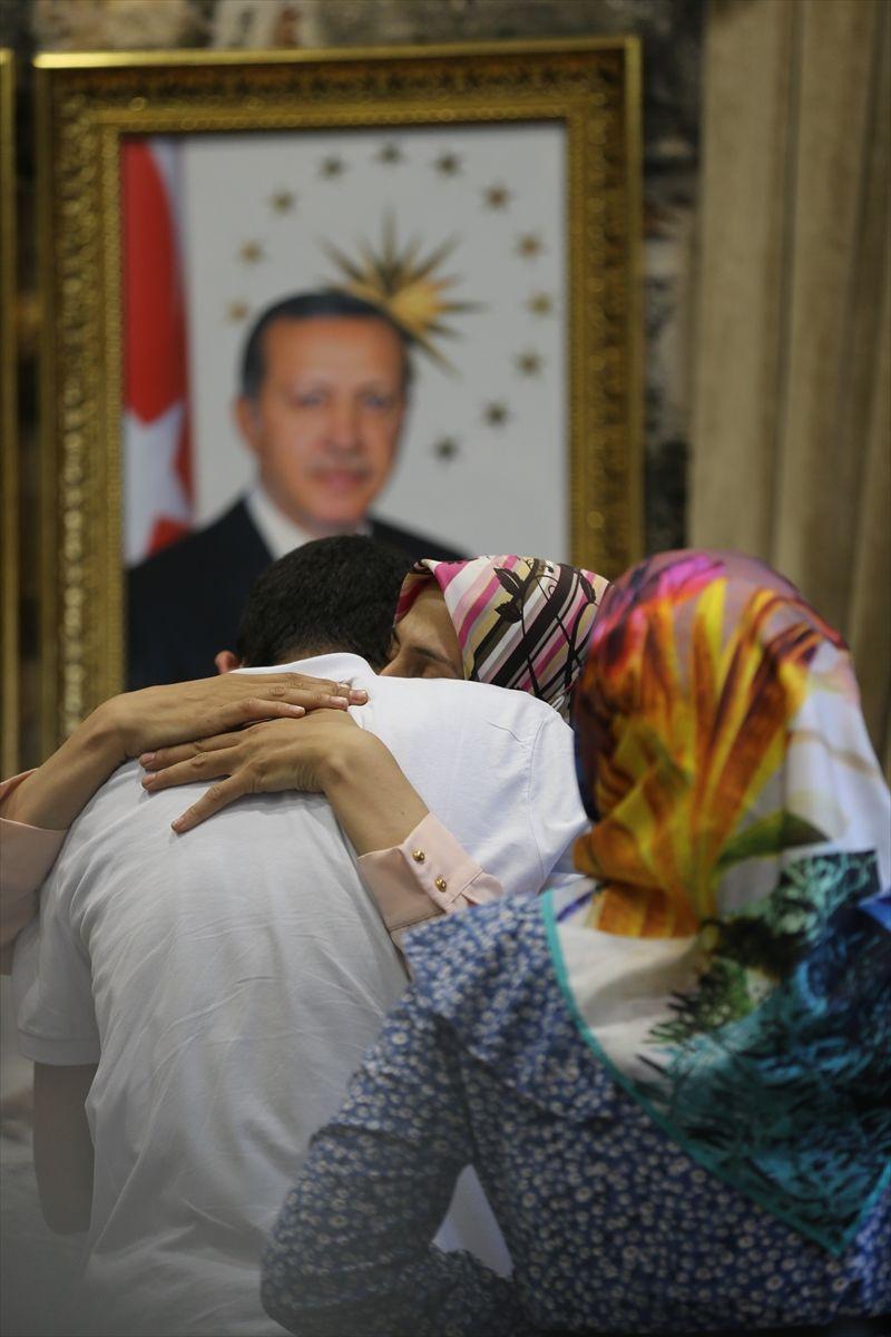 Diyarbakır'da oturma eylemi yapan 3 aile daha evlatlarına kavuştu