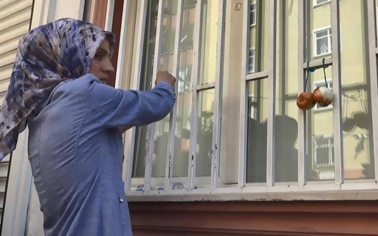 HDP'lilerin sözlerini unutmadı oğlu teslim olan anne Ayşegül Biçer, parti il binasına soğan astı