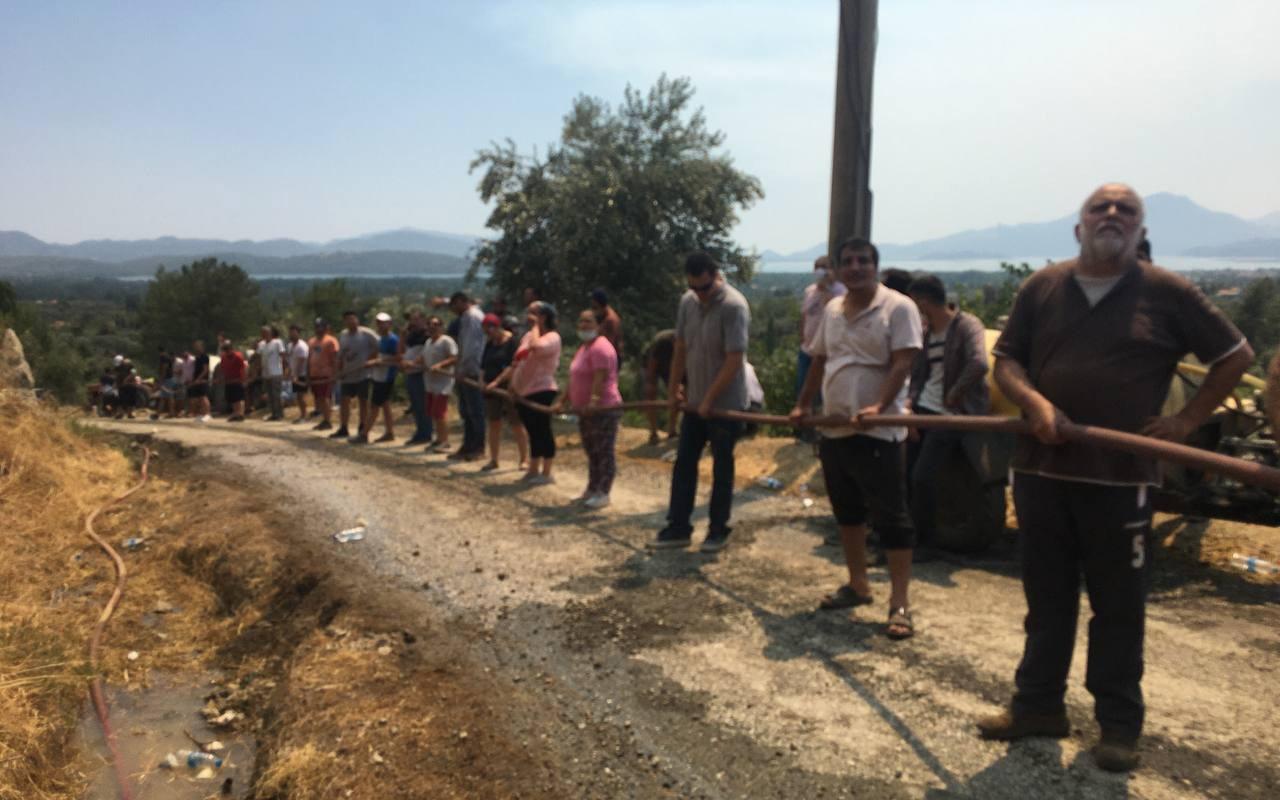 Muğla Köyceğiz'de alevler yeniden yükselmeye başladı, vatandaşlar seferber oldu