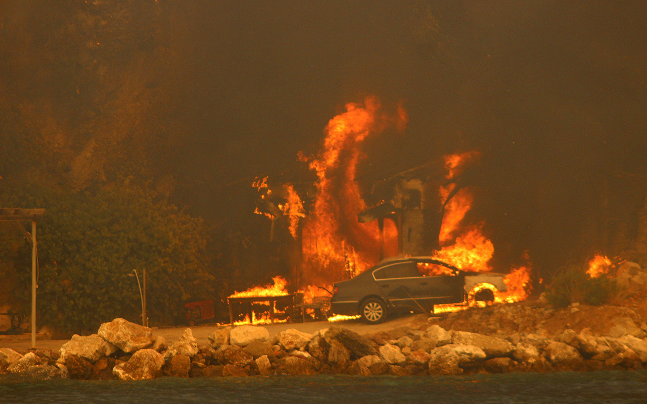 Muğla Milas Belediye Başkanı korkutan haberi verdi: Çökertme yanıyor