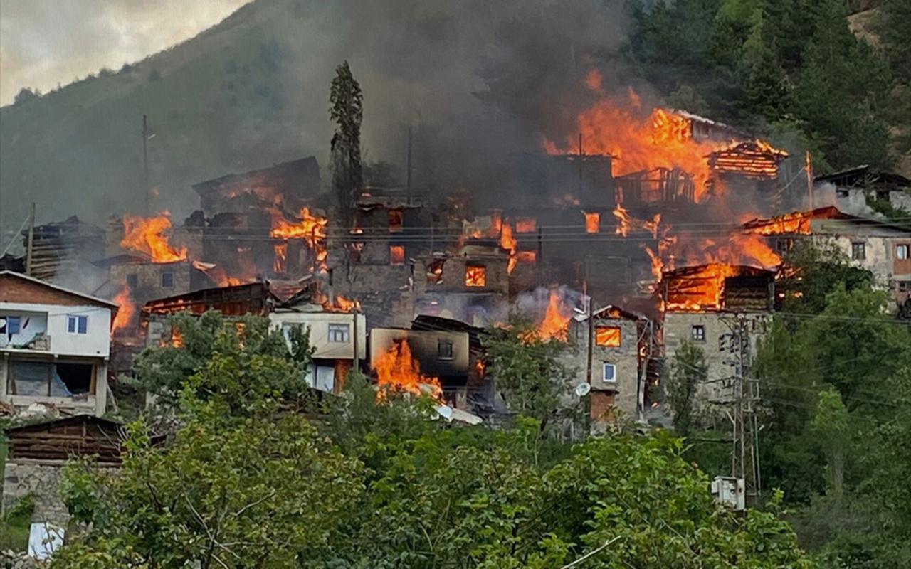 Artvin'in Yusufeli ilçesindeki yangında 20 ev kullanılamaz hale geldi