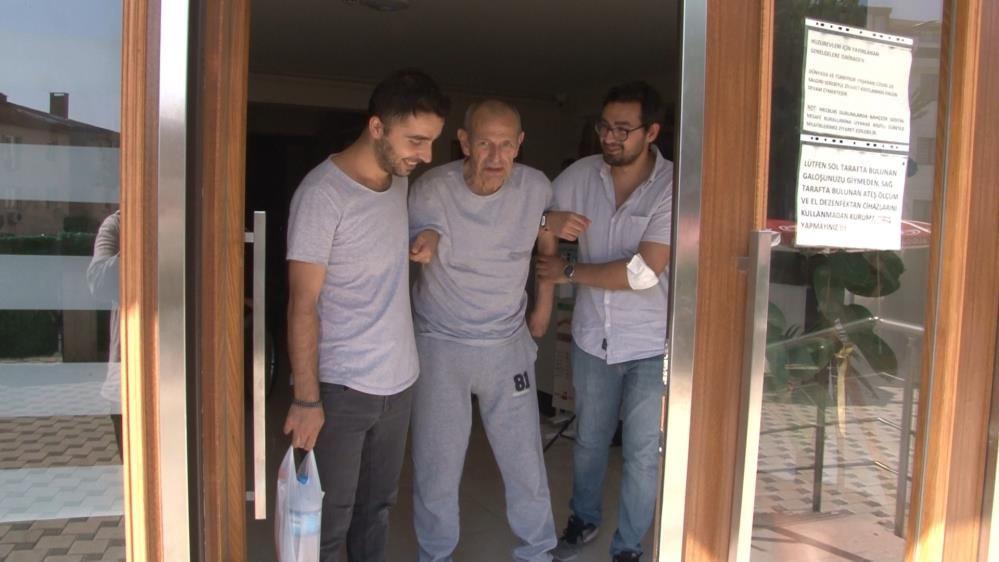 Huzurevinde kalan ünlü yönetmen Kunt Tulgar'ın Cüneyt Arkın gözyaşları!