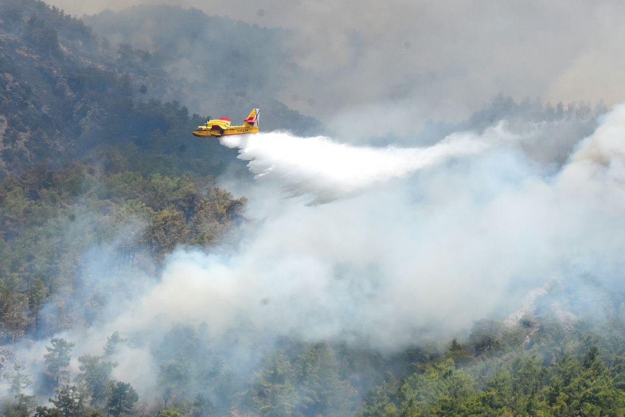 Muğla Köyceğiz'de dumanlar gökyüzünü kapladı! İspanyol uçakları yangınla mücadele ediyor