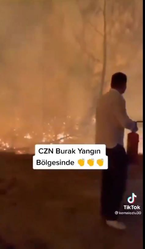 CZN Burak Özdemir Antalya yangınında ev tipi söndürücüyle 'şov' yaptı!