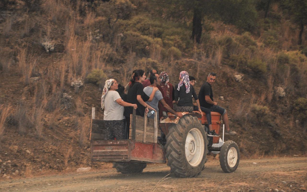 Köyceğiz'de orman yangınlarının tehdit ettiği bir mahalle daha boşaltıldı
