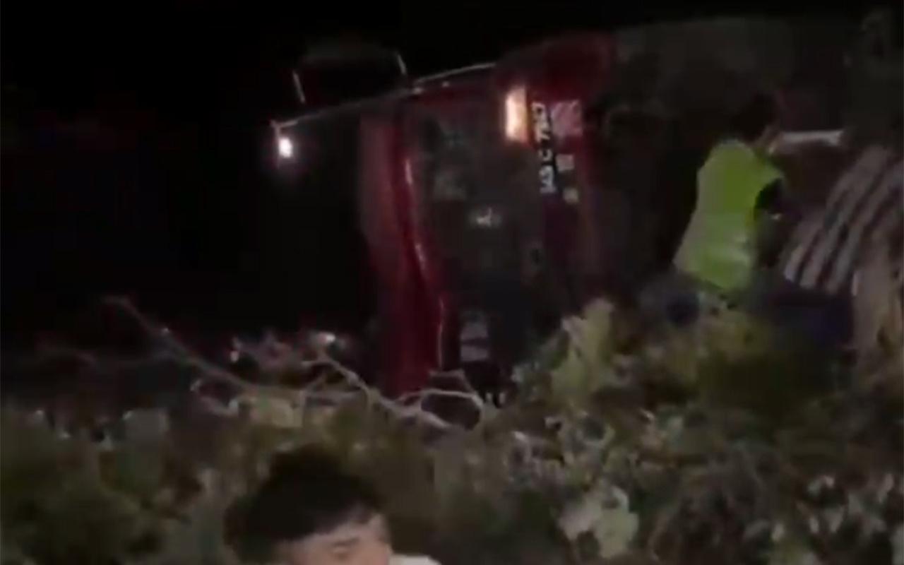 Muğla Marmaris'te itfaiye aracı devrildi