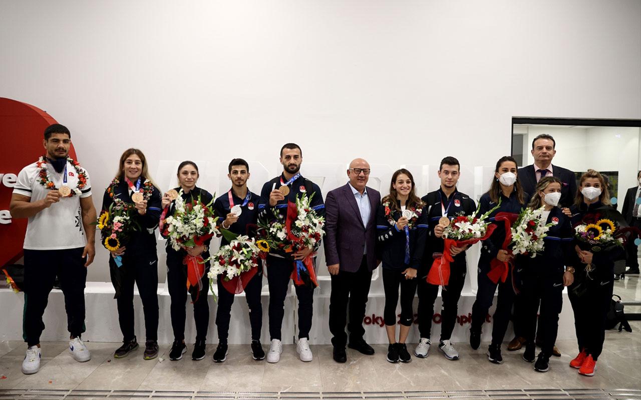 Olimpiyatlarda Türkiye adına tarih yazan oyuncularımız yurda döndü!