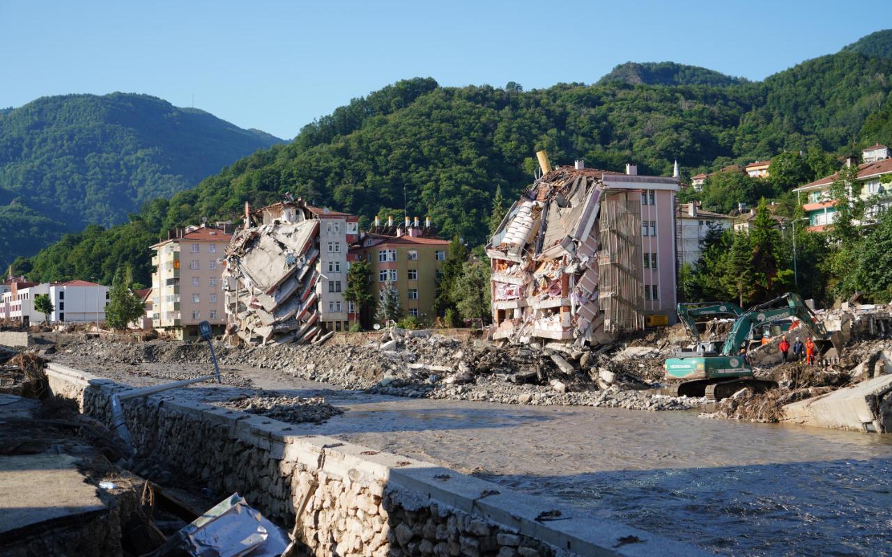 Sel felaketi bölgesinde 109 bina için acil yıkım kararı