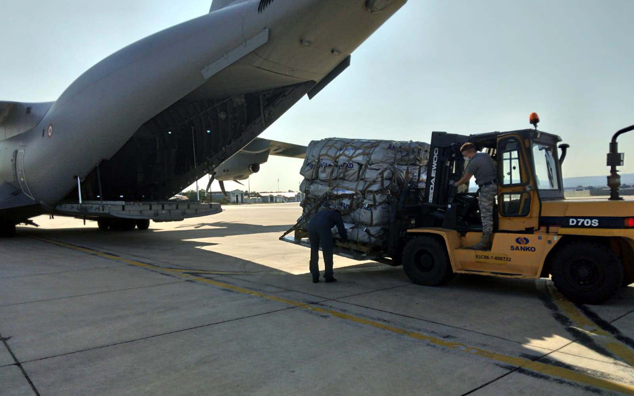Türkiye'den deprem mağduru Haiti'ye 16 tonluk yardım