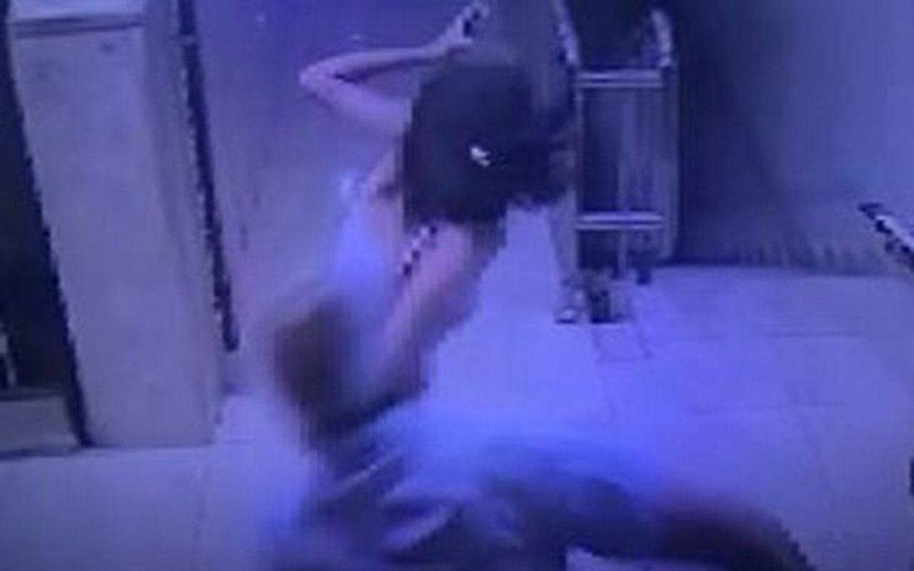 """""""Arabasının alarmı öttü"""" diye 13 yaşındaki kızı kemerle dövdü"""