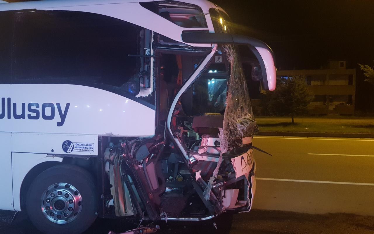 Samsun'da faciadan dönüldü! Otobüs TIR'a çarptı