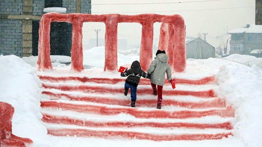 'Kardan Anıtkabir'le gündeme gelmişlerdi Hira okula babasının yaptığı araçla gitti