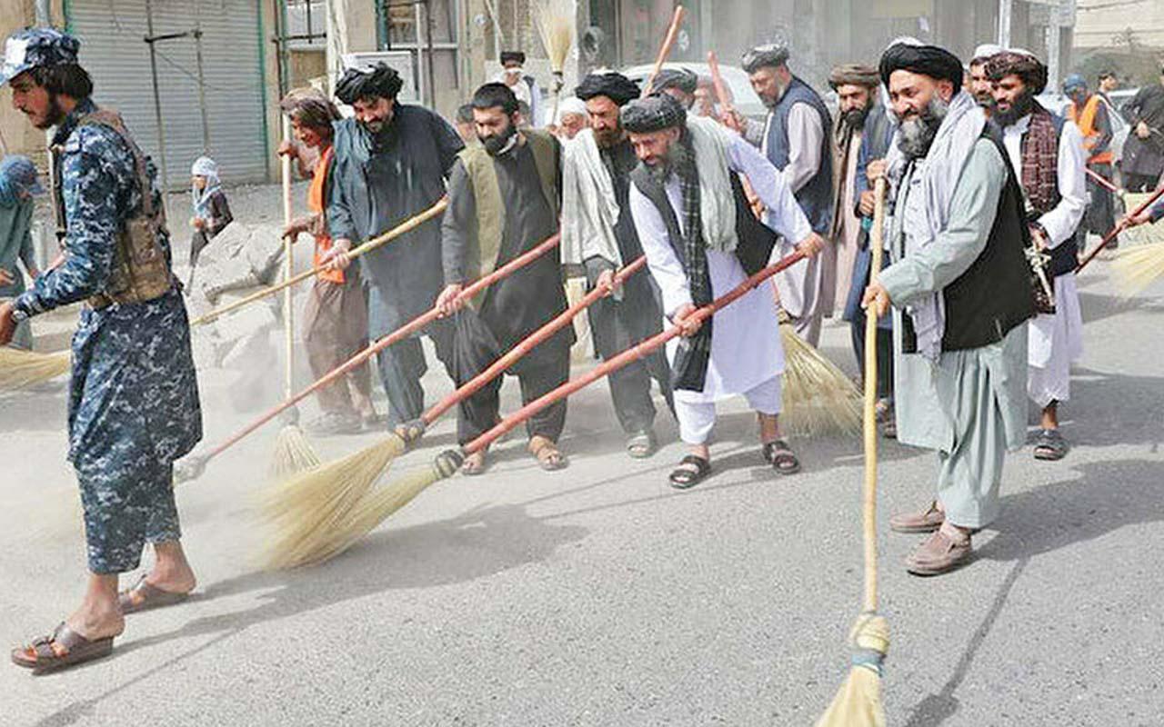 Taliban eline süpürgeleri alıp sokağa indi! Hep birlikte temizlik yaptılar