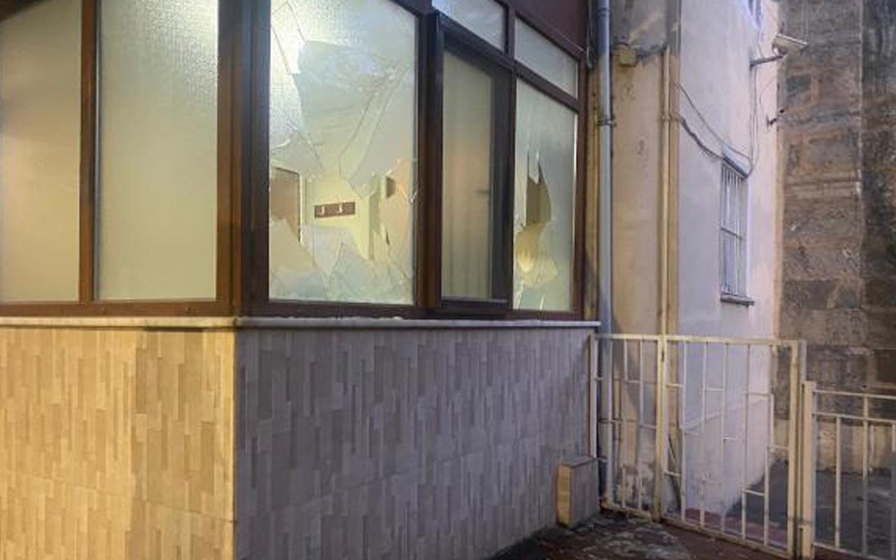Kadıköy'de provokasyon! Cemaat içerideyken camiyi yakmaya çalıştı!