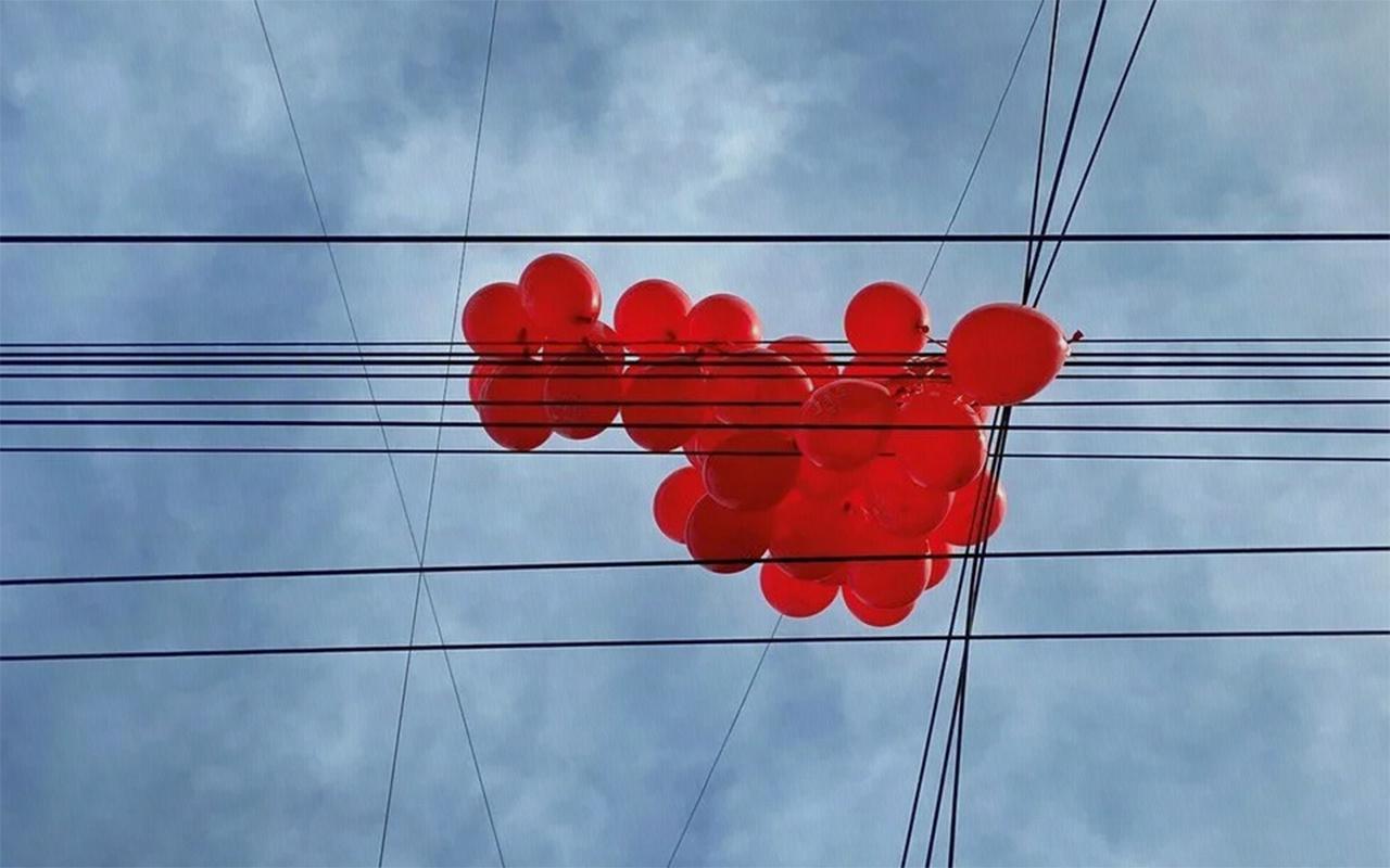Almanya'da trafo merkezinde kısa devre yaptıran balon nedeniyle 300 bin hane elektriksiz kaldı