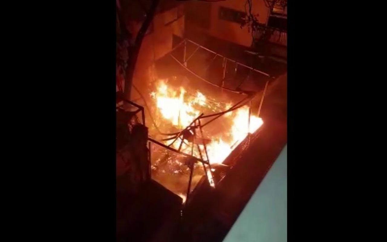 Kadıköy'de 3 katlı restoran alev alev yandı!