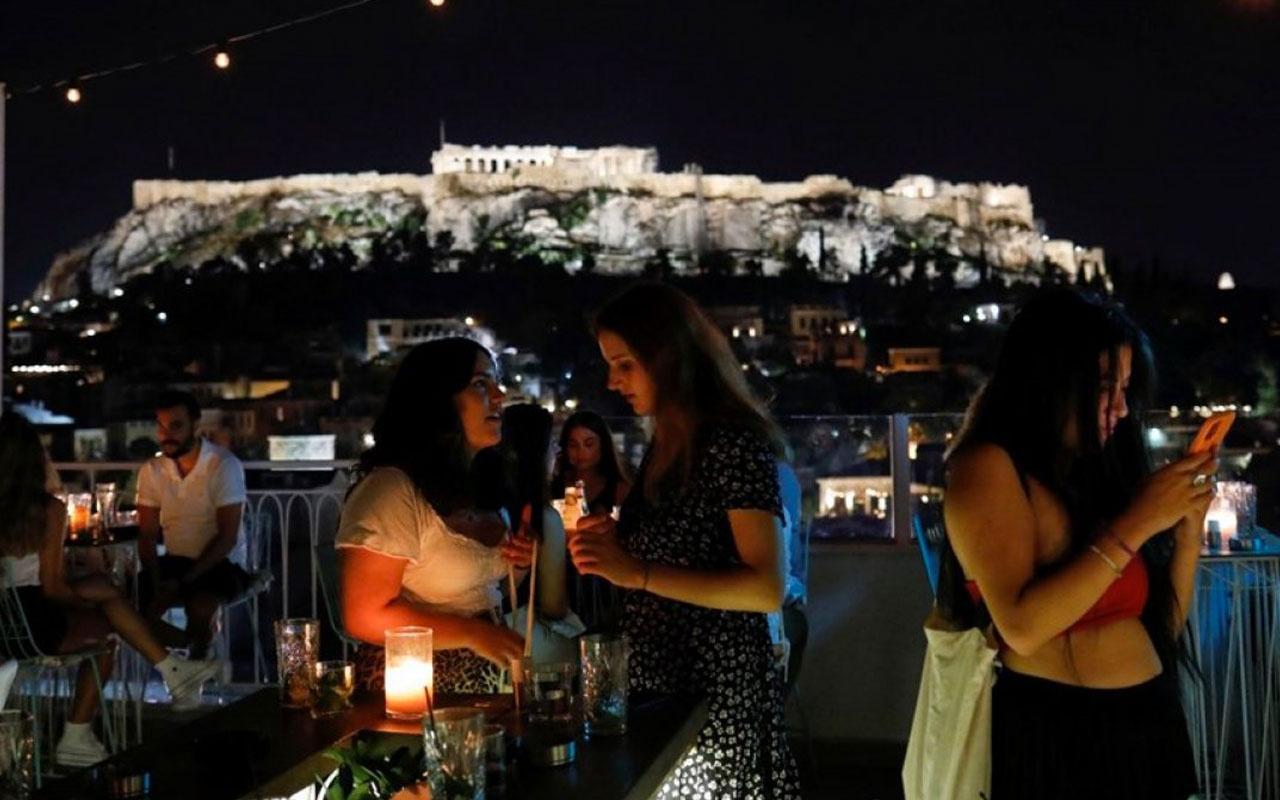 Yunanistan'da aşısızlara yönelik yeni yaptırımlar