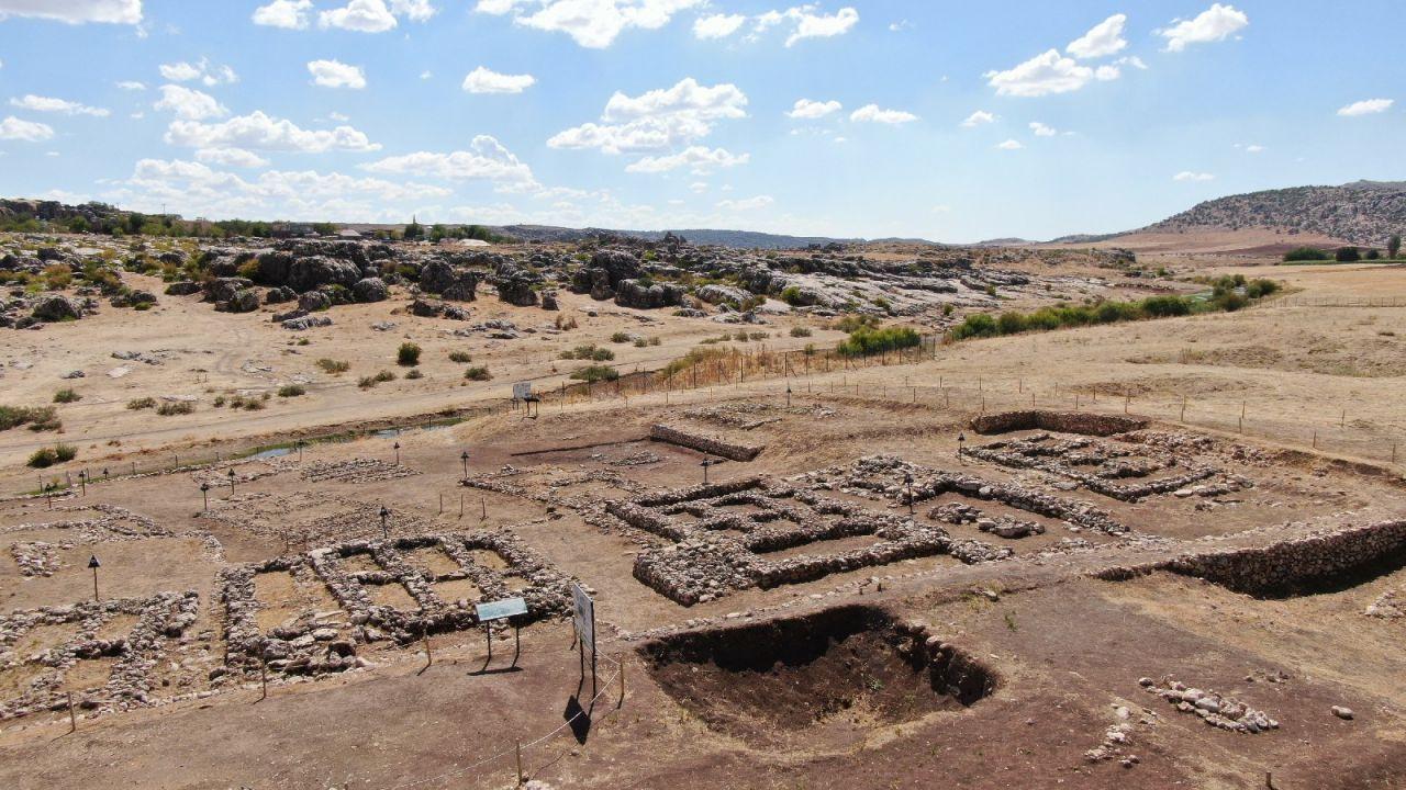 Diyarbakır Çayönü Höyüğü'nden sandık tipi mezar çıktı