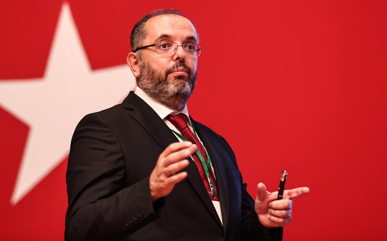 Prof. Dr. Erhan Afyoncu'dan acı itiraf: Tamamen FETÖ'nün eline geçmişti