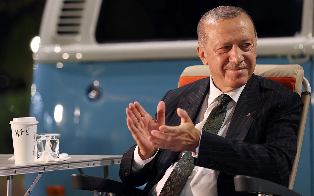 Cumhurbaşkanı Erdoğan gençlerle birlikte şarkı söyledi