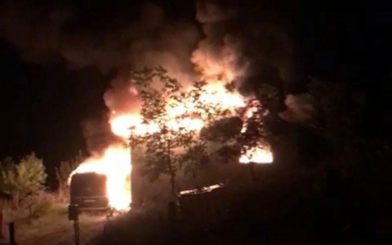 Sakarya'da evde çıkan yangıda baba ile çocuğu yanarak öldü! Dehşet anları kamerada