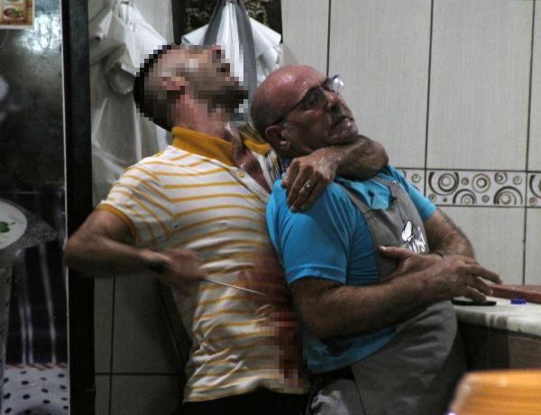 Antalya'da rehine krizi! Boğazını kesti kanlar içinde bıraktı: Beni kesin öldüreceksiniz