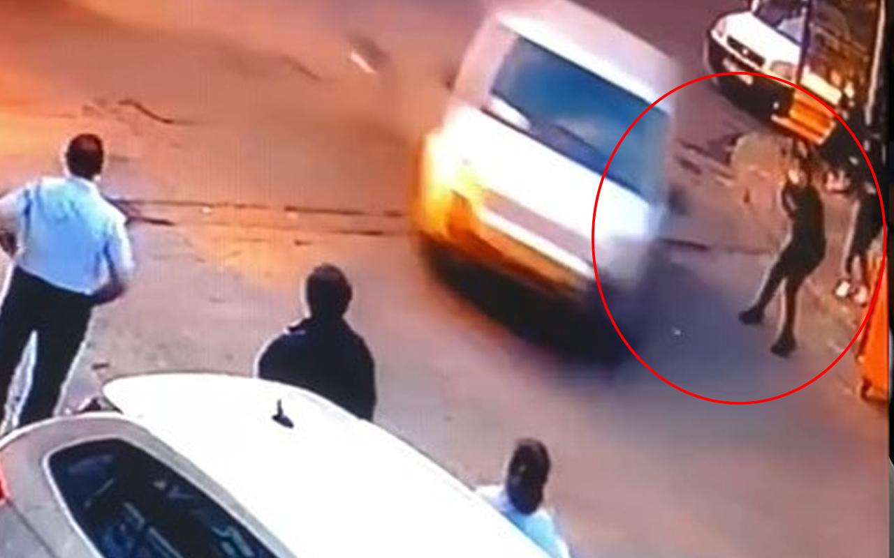 İstanbul'da korkunç kaza! Otobüs bekleyen öğrenci yola savruldu