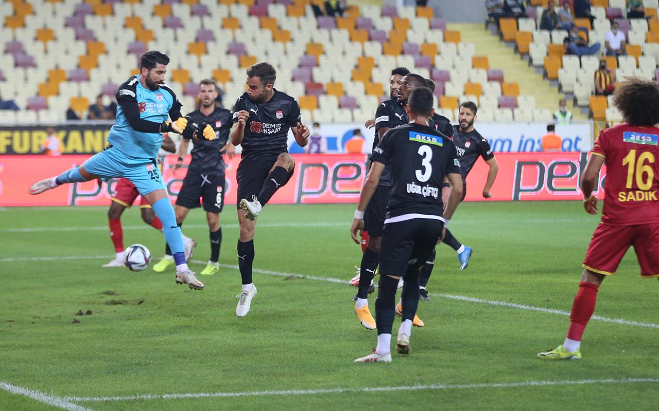 Sivasspor konuk olduğu Yeni Malatyaspor'u tek golle devirdi