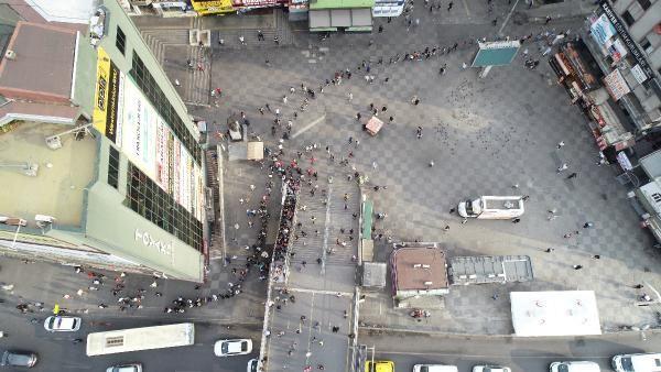 İstanbul'da metrelerce kuyruk oluştu: Burası bir işkence, içerisi daha beter