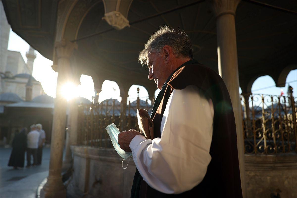 Katolik papazıydı Mevlana'dan etkilenip Müslüman oldu