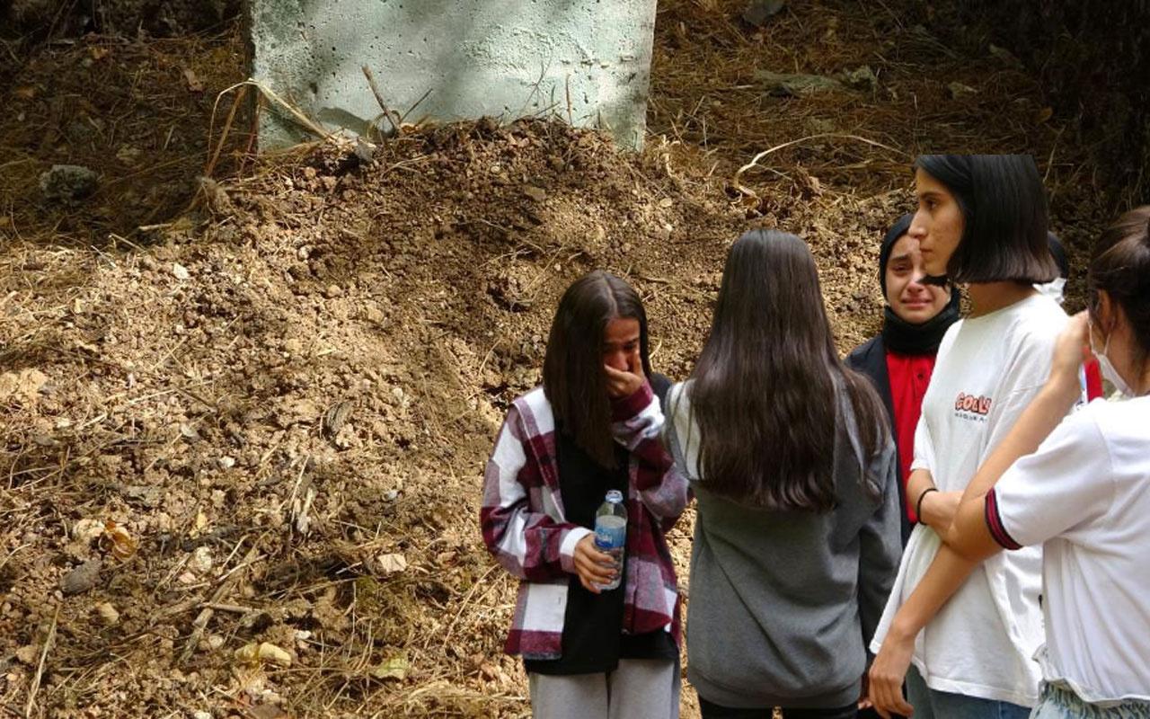 Adıyaman'da bebeği canlı canlı mezara gömdü! Öğrenciler şehitlik ziyaretinde sesini duyup kurtardı