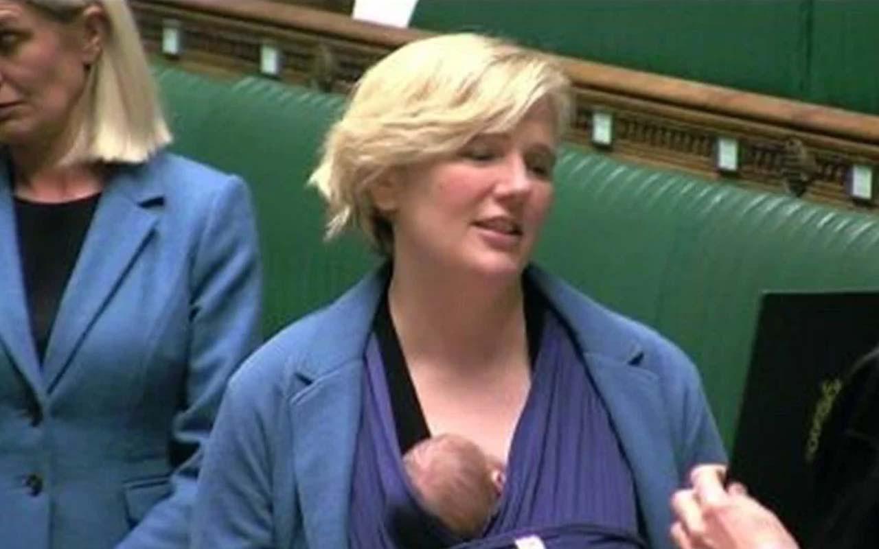 İngiltere'de milletvekili Stella Creasy, Avam Kamarası'na bebeğiyle birlikte geldi! Anneler azarlanıyor!