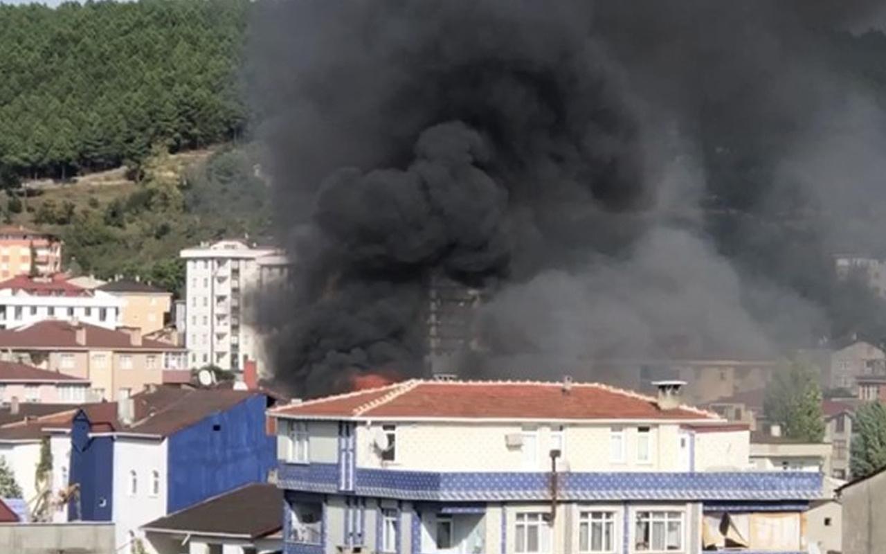 İstanbul Sultanbeyli'de yangın! Dumanlar gökyüzü sardı