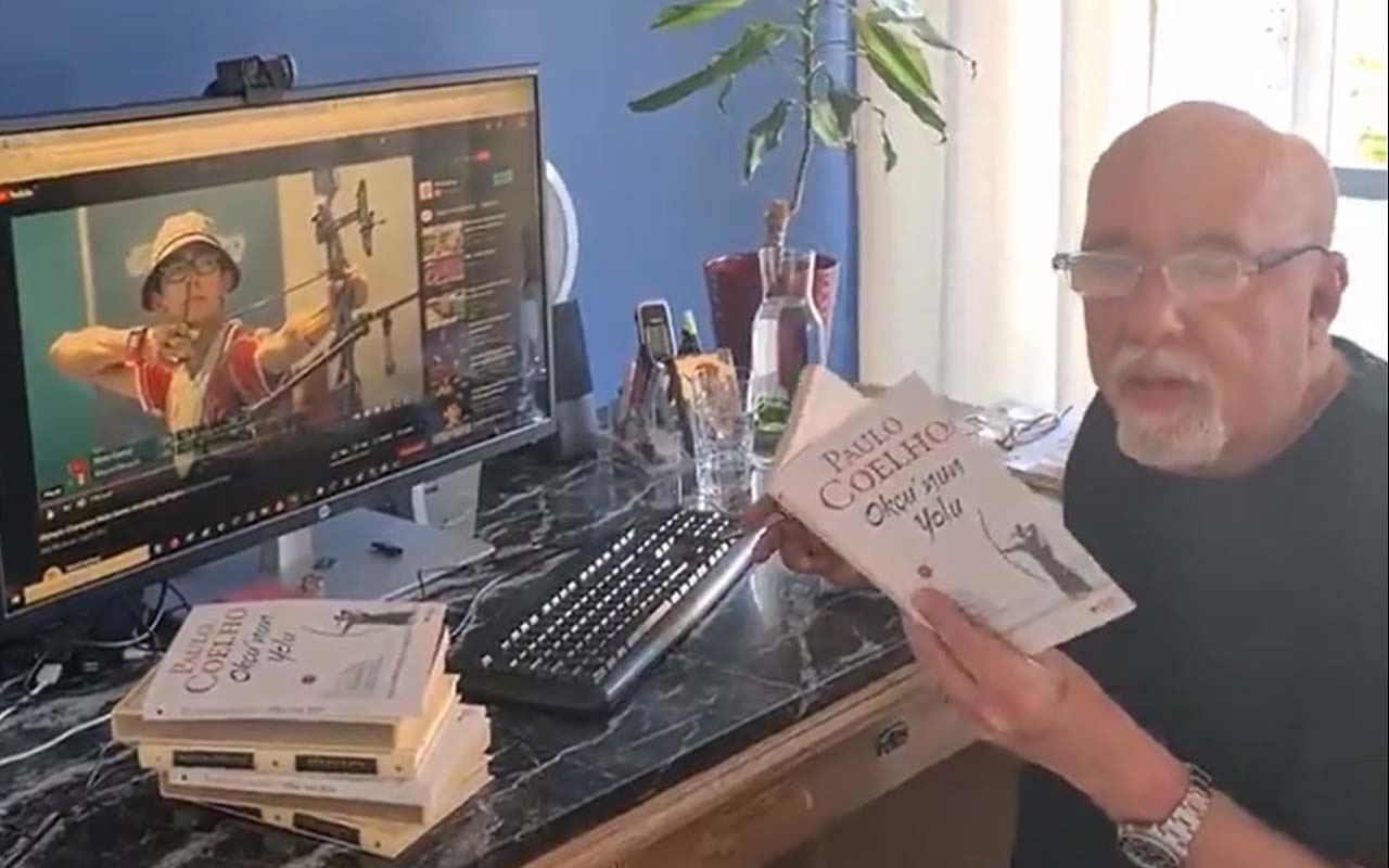 Paulo Coelho yeni kitabıOkçu'nun Yolu'nu Mete Gazoz'a adadı