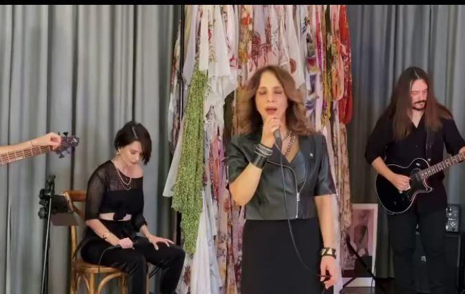 Sertab Erener hastanelik oldu! Ünlü şarkıcının 'bağırsak' hastalığı kolit nedir?
