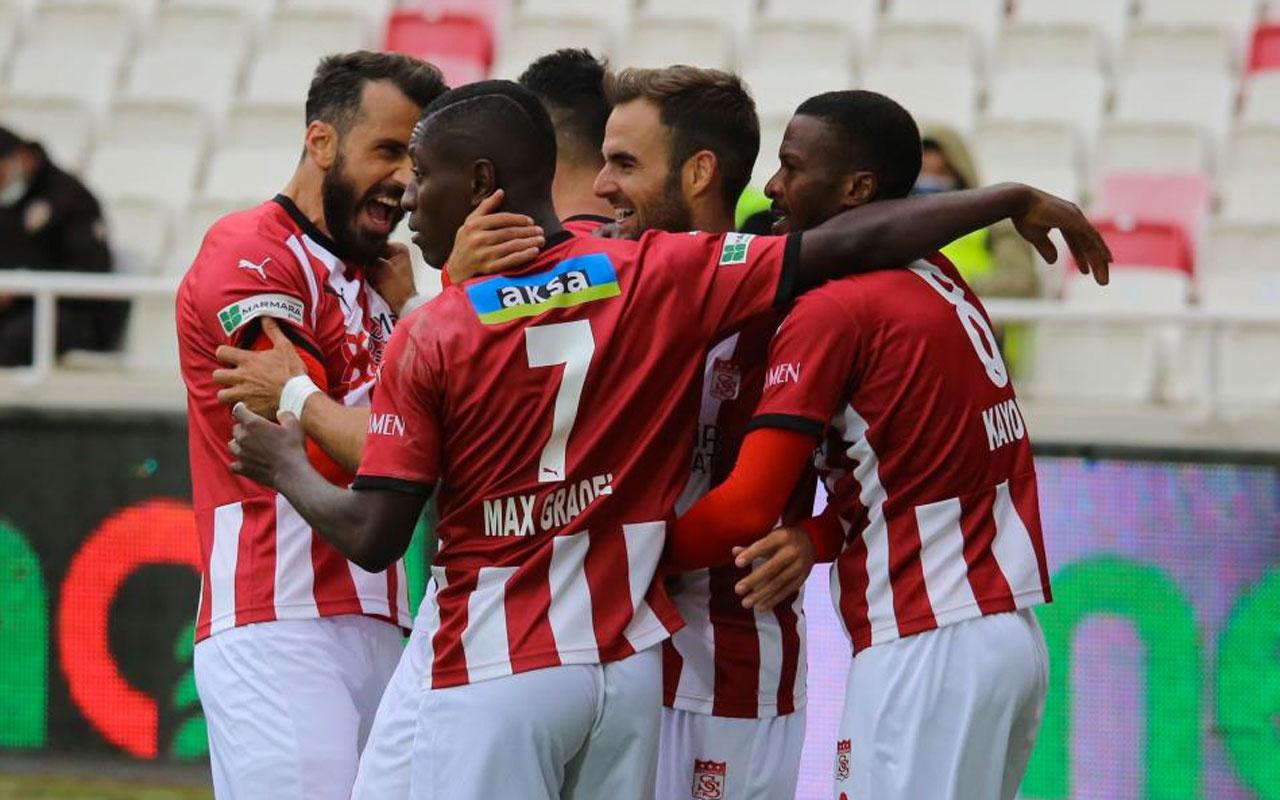 Demir Grup Sivasspor evinde VavaCars Fatih Karagümrük'ü sahadan sildi süpürdü: 4-0