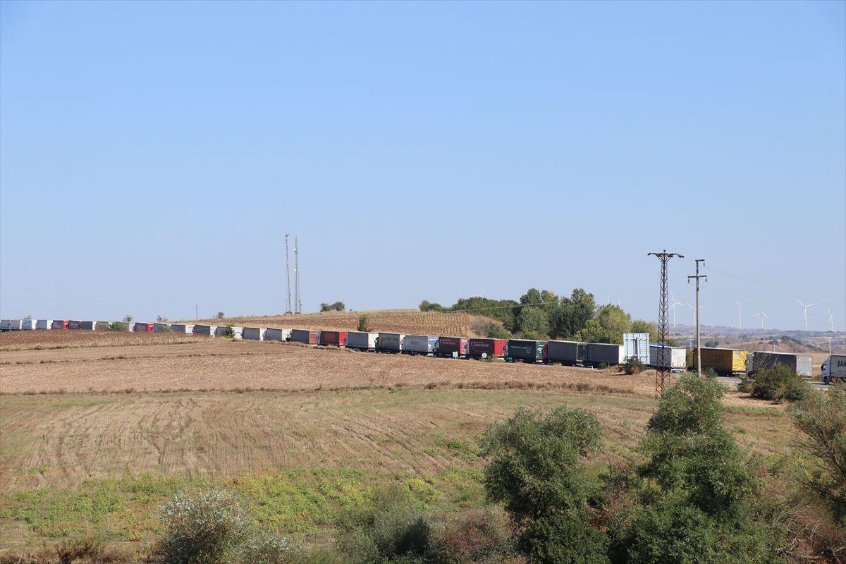 Edirne'deki Hamzabeyli Sınır Kapısı'nda TIR kuyruğu 20 kilometreyi buldu