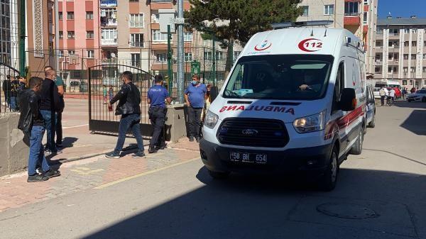 Sivas'ta okul bahçesine park tartışması! Müdürü darp etti