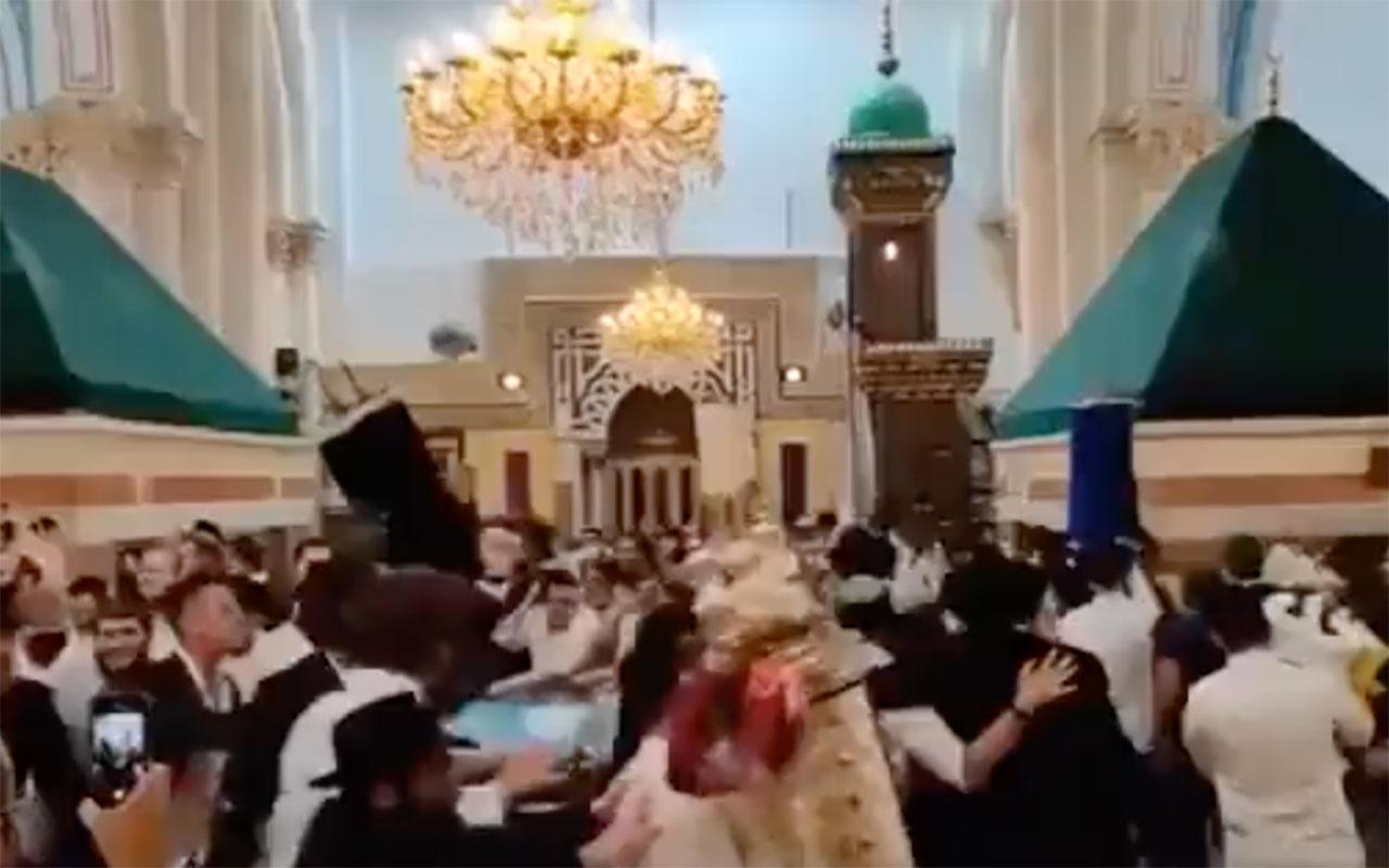 Yahudiler Filistinlilerin camisini bastı! Müzik çalıp dans ettiler