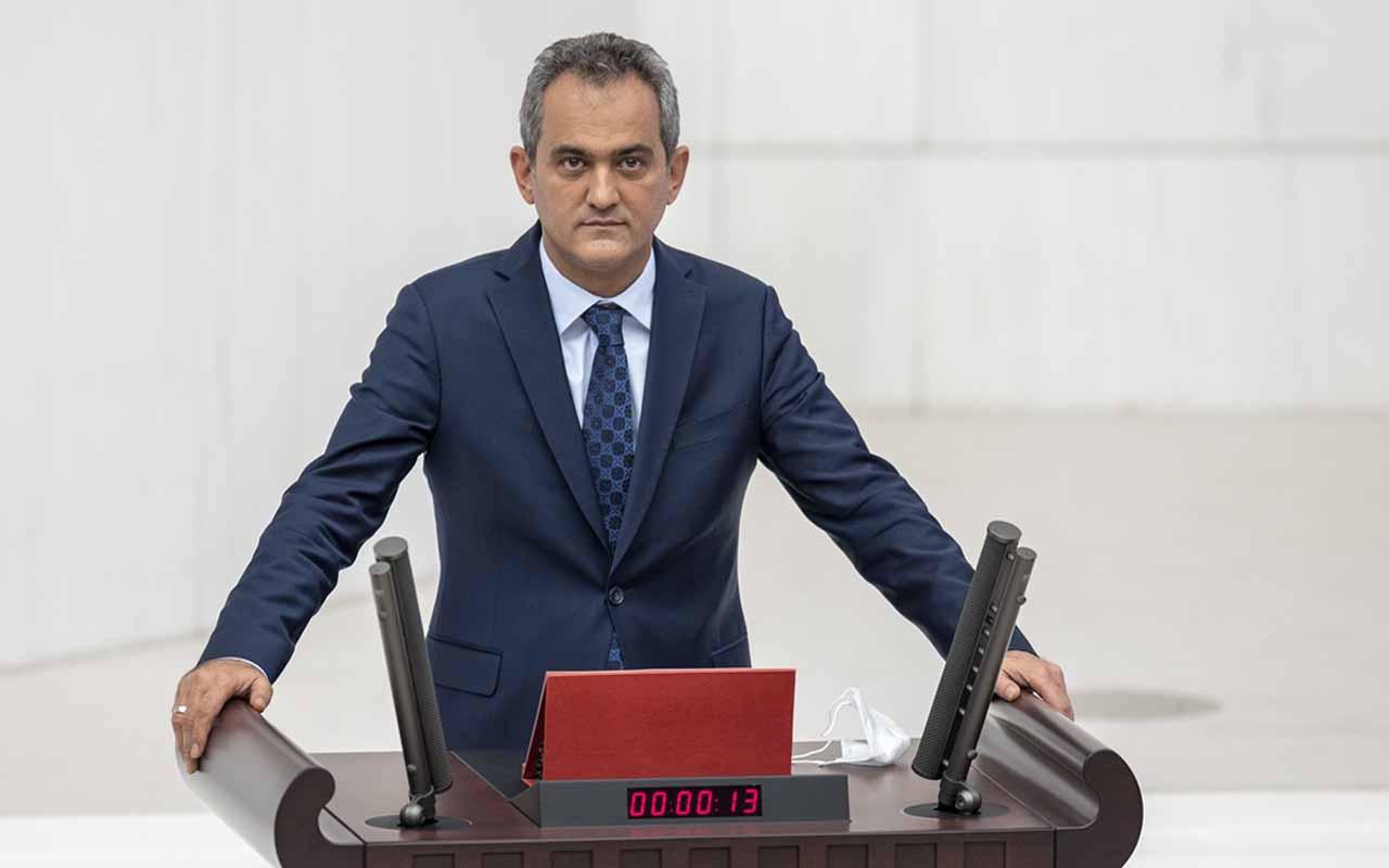 Milli Eğitim Bakanı Mahmut Özer TBMM'de yemin etti