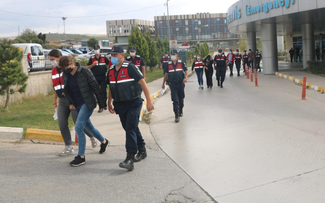 İzmir'de yeşil reçete şebekesine yönelik operasyonda 26 kişi gözaltına alındı