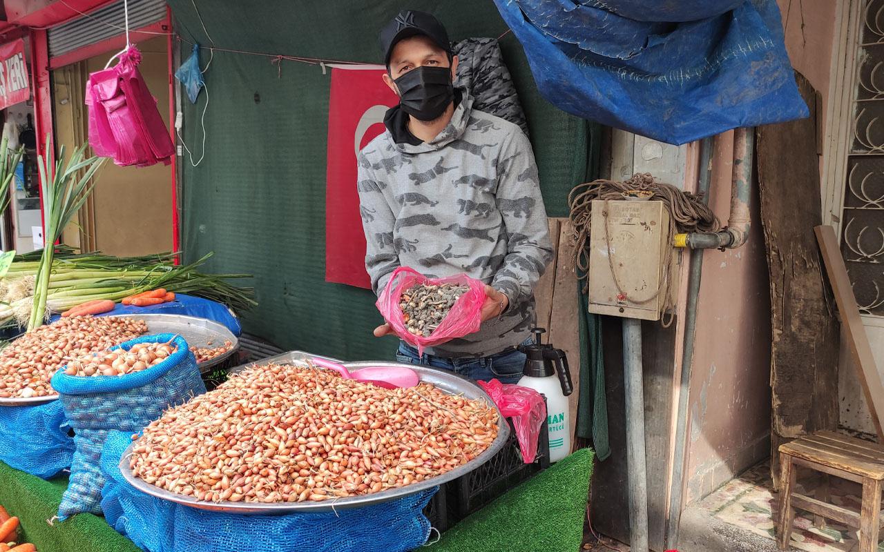 Bursa'da 10 kilo soğan aldı! İçinden çıkanları görünce inanamadı: Bu işi yapanlar çok profesyoneller
