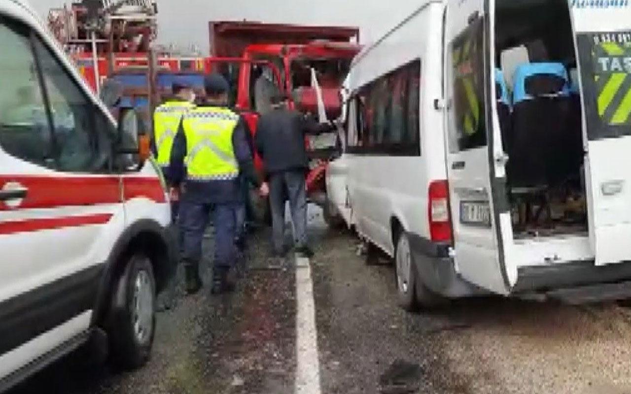 Tokat'ta kamyonet ile minibüs çarpıştı! 2 kişi öldü, 11 kişi yaralandı