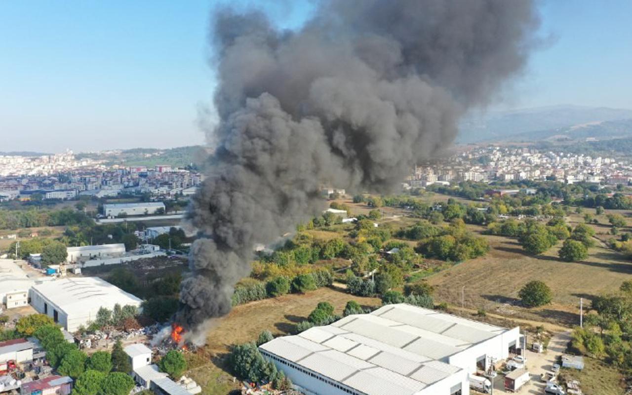 Bursa'da dumanlar gökyüzü sardı! Geri dönüşüm deposu alev alev yanıyor